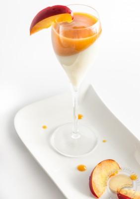 cuisine – pannacotta – peach