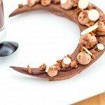 Tarte aux trois chocolats revisitée, croquant praliné et fève tonka