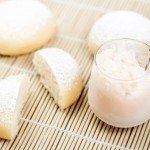 Banh Bao (brioches vapeur) sucrés fourrés à la noix de coco et granité de litchis