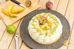 Entremets passionnément irrésistible : mousse légère au fromage blanc, crémeux mangue / passion et pulpe de fruits de la passion
