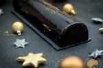 Bûche Black Satin – Chocolat et praliné de sésame noir et de pignons de pin (sans gluten)