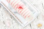 Bûche facile vanille, fraise des bois et biscuits roses ou Bûche « MacGyver » sans moule avec des bouteilles d'eau
