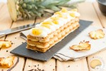 Mille-feuille poivre et sel : Crémeux de caramel au beurre salé, crème diplomate à la vanille et ananas poivré