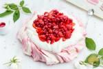 Pavlova à la fraise : dessert de fête des mères ultra simple et ultra bon