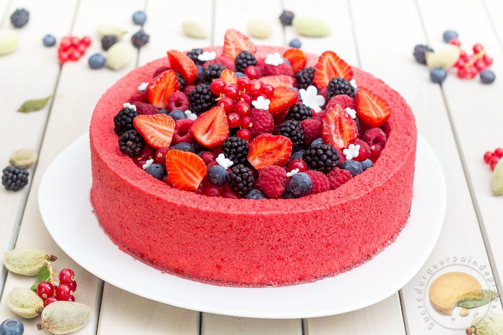 Entremets frais aux fruits rouges et au lait d amande for Cuisine patisserie