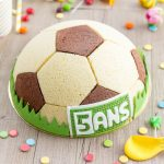 Gâteau ballon de foot: chocolat, praliné, vanille