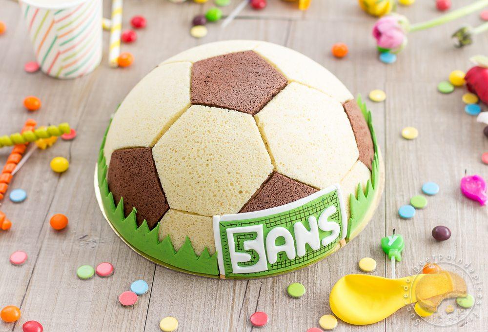 Gâteau Ballon De Foot : Chocolat, Praliné, Vanille - Sucre D'Orge